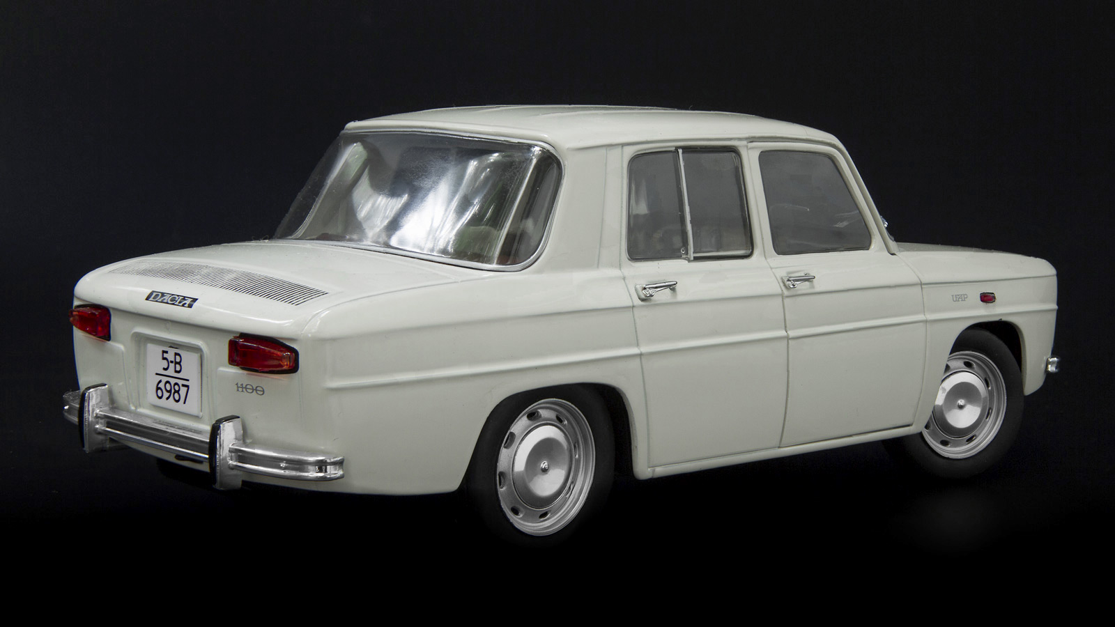 web_Dacia_1100_24b